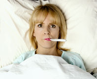 Ik ben ziek in bed! Stock Fotografie