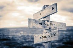 Ik heb geld nodig van wegwijzers voorzie royalty-vrije stock afbeeldingen