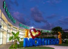 Ik houd Montego-van Baai I het teken van hartmontego bay bij de Internationale Luchthaven van Sangster stock foto's