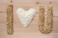 ik houd u-van symbool maak fome rijst en rijstschillen Stock Afbeeldingen