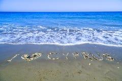 Ik houd van Cyprus dat van stenen op de kust wordt gemaakt Stock Foto's