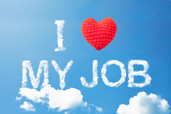 Ik houd van mijn baan een van de wolkenwoord en wol hart op hemel Royalty-vrije Stock Foto