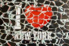 Ik houd van New York door het gebroken glas Stock Foto's