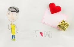 Ik houd van papa - het jonge geitje schrijft kaart Royalty-vrije Stock Foto