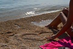 Ik houd van u (Hart in strand) Stock Afbeelding