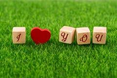 Ik houd van u in houten kubus royalty-vrije stock fotografie