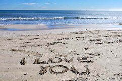 Ik houd van u op het strand Stock Foto's
