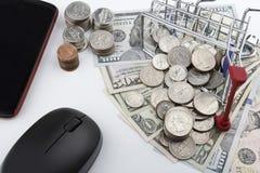 Ik houd van winkelend (Amerikaanse dollarmuntstukken en nota's) Stock Foto's