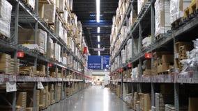 IKEA almacena para el cliente coge el lugar del almacenamiento de los muebles