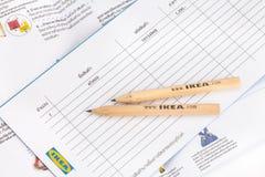 IKEA blyertspenna och shoppinglista royaltyfria bilder