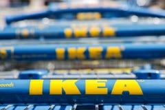 Ikea-boodschappenwagentjes stock fotografie