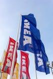 IKEA flaggor mot himmel Royaltyfri Bild