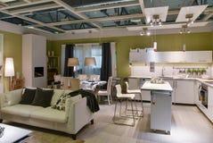 Ikea interior home da loja de móveis fotografia de stock
