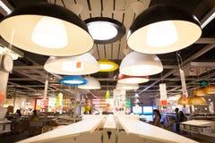 IKEA lager i Chengdu lampor Arkivbild