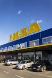 IKEA meblarskiej firmy logo na budynek powierzchowności na Luty 25, 2017 w Praga, republika czech Fotografia Stock