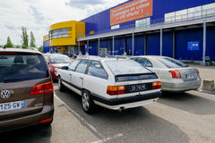 Ikea parkering med quattro för vintateAudi 100 CS Royaltyfria Bilder