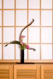 Ikebana e finestra dello shoji Fotografie Stock Libere da Diritti