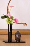 Ikebana und Buddha Lizenzfreie Stockfotos