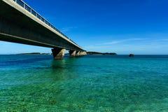 Ikema桥梁和蓝天 库存图片