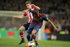 Iker Muniain (L) konkurriert mit Adriano (R) von Barcelona Stockbild