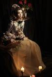 Iklädd flicka stilen av rokokor Royaltyfri Foto
