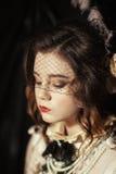 Iklädd flicka stilen av rokokor Royaltyfri Fotografi