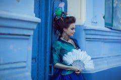 Iklädd rokokostil för härlig caucasian flicka Royaltyfria Foton