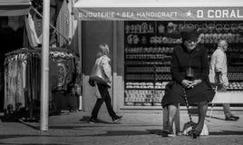 Iklädd svart för änka, Nazare, Portugal Royaltyfri Foto