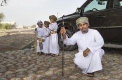 Iklädda traditionella kläder för omansk man för tillfälle av Eid al Royaltyfria Bilder