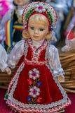 Iklädda traditionella ungerska folkdräkter för dockor fotografering för bildbyråer