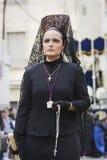 Iklädd mantilj för kvinna under en procession av den heliga veckan Arkivfoton