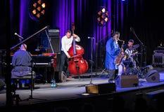 Ikona światowy jazz - Pharoah Sanders ikona Quartetet żywy na scenie Kijow Centre przy lato festiwalem jazzowym w Krakow Zdjęcie Stock