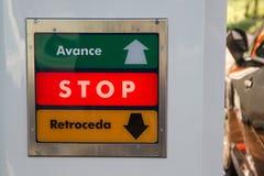 Ikona postępu wskaźniki iść z powrotem i zatrzymują dalej. Zdjęcie Stock