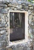 Ikone auf dem Steinsockel zur Kreuzigung Stockfotos
