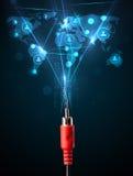 Ikonen des Sozialen Netzes, die aus elektrische Leitung herauskommen Stockbilder