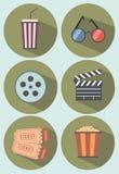 Ikonen eingestelltes Kino und Filme getrennt auf Weiß Lizenzfreies Stockbild