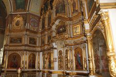 Ikonen innerhalb der orthodoxen Kirche stockfoto