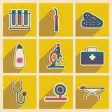 Ikonen von medizinischen Instrumenten und von Medikament herein Lizenzfreie Stockbilder