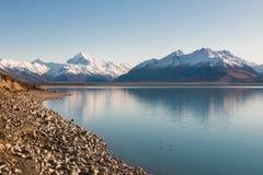 Ikonenhafter Berg von Neuseeland Aoraki und See Pukaki bei Sonnenaufgang Lizenzfreies Stockfoto