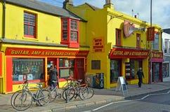 Ikonenhafter Gitarren-, Ampere- u. Tastatur-Mitte-Musik-Shop in Brighton Lizenzfreie Stockfotos