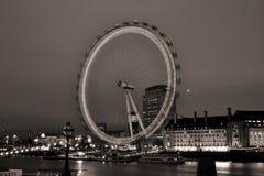 Ikonenhaftes London-Auge im Nachtlangen exosure beleuchtet Stockbilder