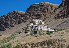 Ikonenhaftes Schlüsselkloster in der kalten Wüstenregion von Tibet Stockbild
