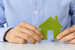 Ikonenkonzept des grünen Hauses Lizenzfreie Stockfotos