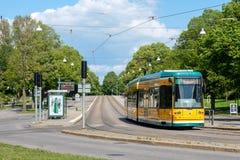 Ikonowi żółci tramwaje Norrkoping Obrazy Royalty Free