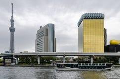 Ikonowi budynki jak widzieć od Sumida parka obraz stock