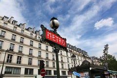 Ikonowy czerwony art deco metra Paryski znak Obrazy Stock