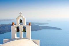 Ikonowy dzwonkowy wierza na Santorini wyspie, Grecja Zdjęcia Royalty Free