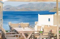 Ikonowy Grecki restauracyjny błękitny tablecloth, Grecja zdjęcia royalty free