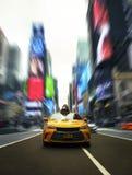 Ikonowy Nowy Jork taxi W times square Z Dramatycznym Nowożytnym skutkiem ilustracja wektor