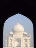 Ikonowy Taj Mahal widok od graniczącego meczetu Fotografia Stock